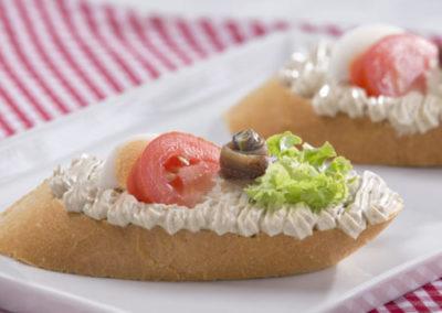 chlebíček sardelový s očkem