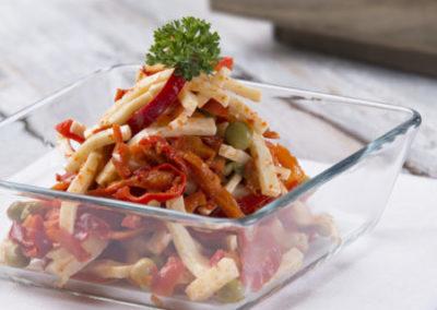 feferonkový salát se sýrem